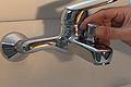 Cambiar o reparar el inversor del grifo de la ducha bañera