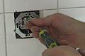 Cambiar un enchufe de fuerza roto en la cocina
