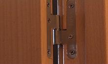 Quitar el ruido que hacen las bisagras de una puerta de interior al abrirla o cerrarla