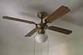 Montar un ventilador de techo, colgar y hacer las conexiones