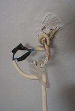 conectar los cables de una lampara con cinta aislante