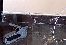 tapar o fijar los cables electricos