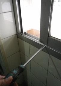 No consigo extraer las hojas de aluminio de una ventana